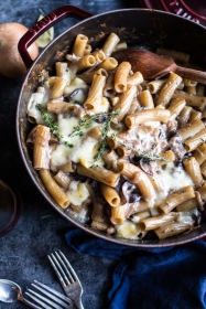 One-Pot-Creamy-French-Onion-Pasta-Bake-1